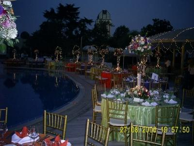 Düğün için masa süslemesi