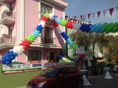 Renkli balon süslemeleri